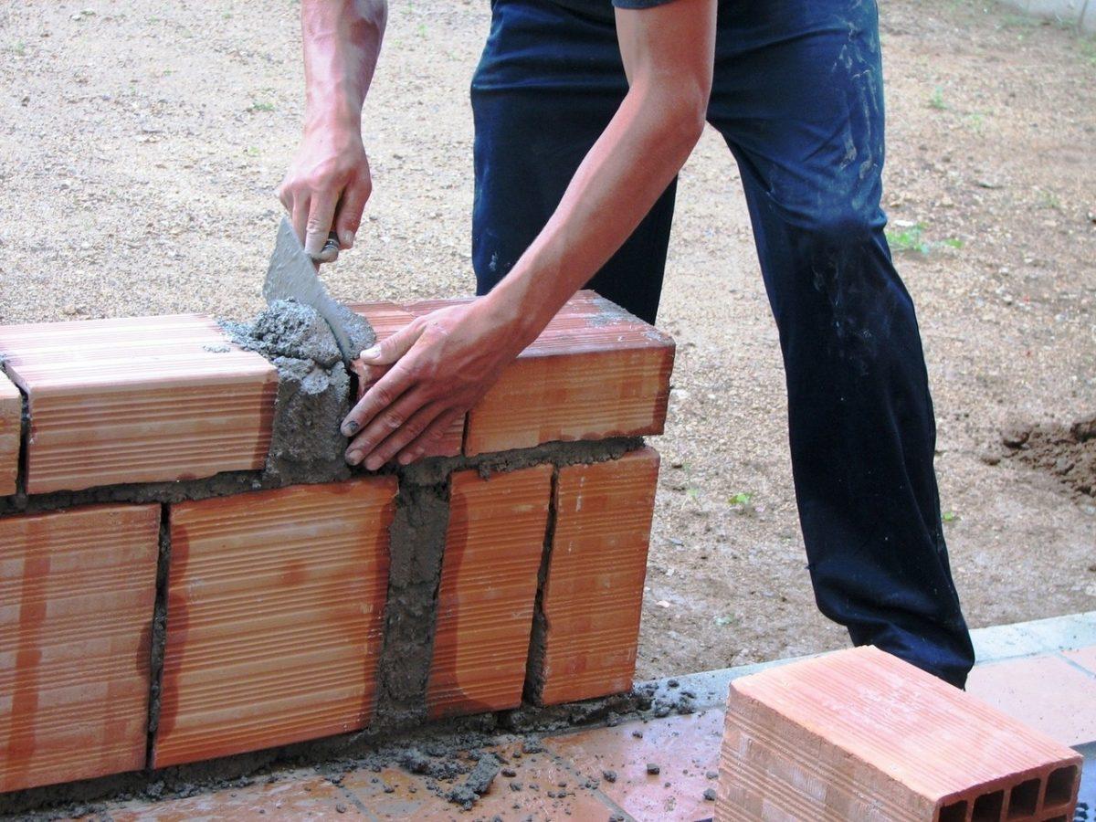 Firma-wykonawca prac budowlanych